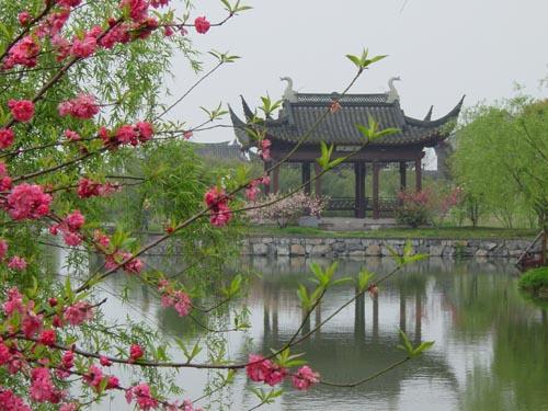 Long pavilion: symbol of farewell (image via liangzhupark)