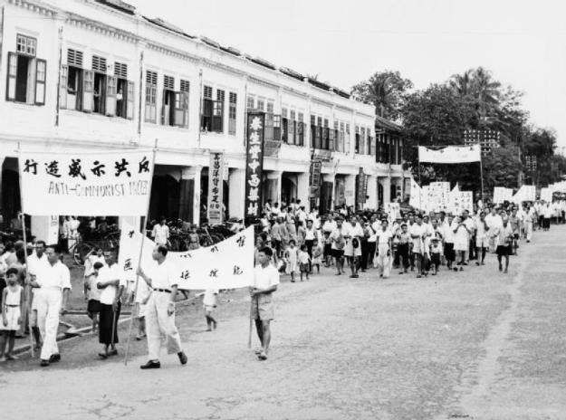 An anti-Communist demonstration in a Malayan town.  © IWM (K 19321)