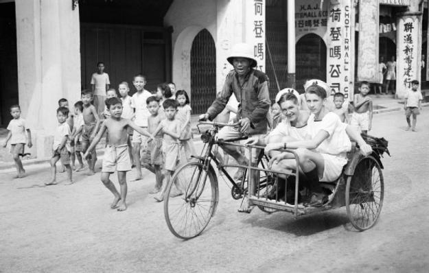 Sightseeing  8 and 9 September 1945, Singapore. © IWM (A 30587)