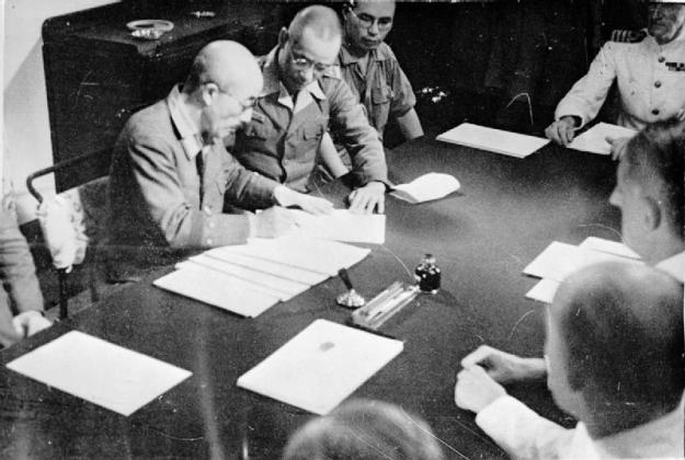 Japanese surrender in Singapore: 4 September 1945; General Itagaki signing the terms for the reoccupation of Japan on board HMS SUSSEX. © IWM (A 30481)