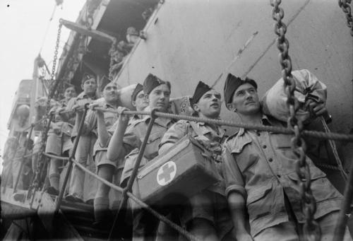 Royal Air Force medical orderlies of 81 Mobile Field Hospital disembark at Singapore to open a hospital at Seletar. This was the first Royal Air Force hospital established after the Japanese surrender. © IWM (CF 1003)