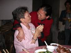 My mother's only niece in China was very emotional.